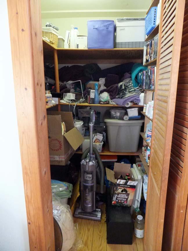 Organize_closet_before_center_web