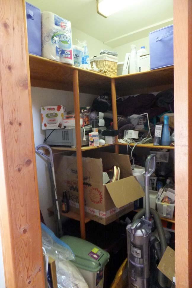 Organize_closet_before_left_web