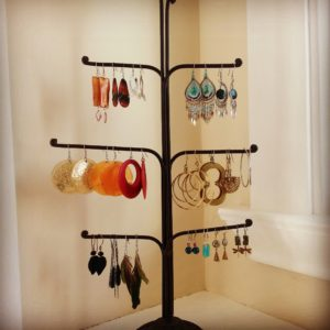 jewelry_dislay_organizer_declutter_decluttering_bella_organizing