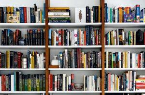 book_shelf_clutter_declutter_downsize_minimalize